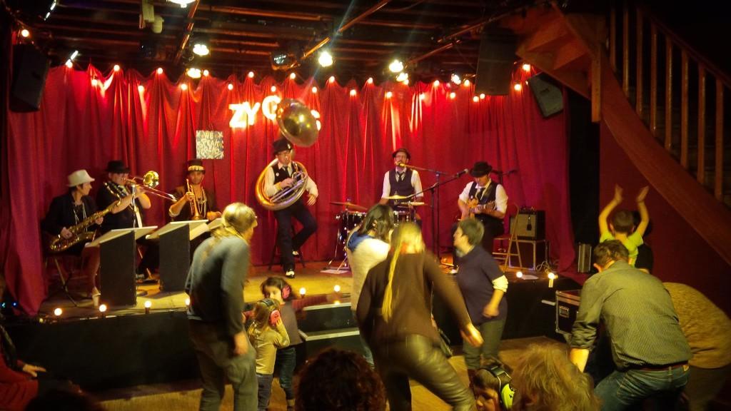 bal_des_zygos_brass_band_a_la_ruche_nantes_02